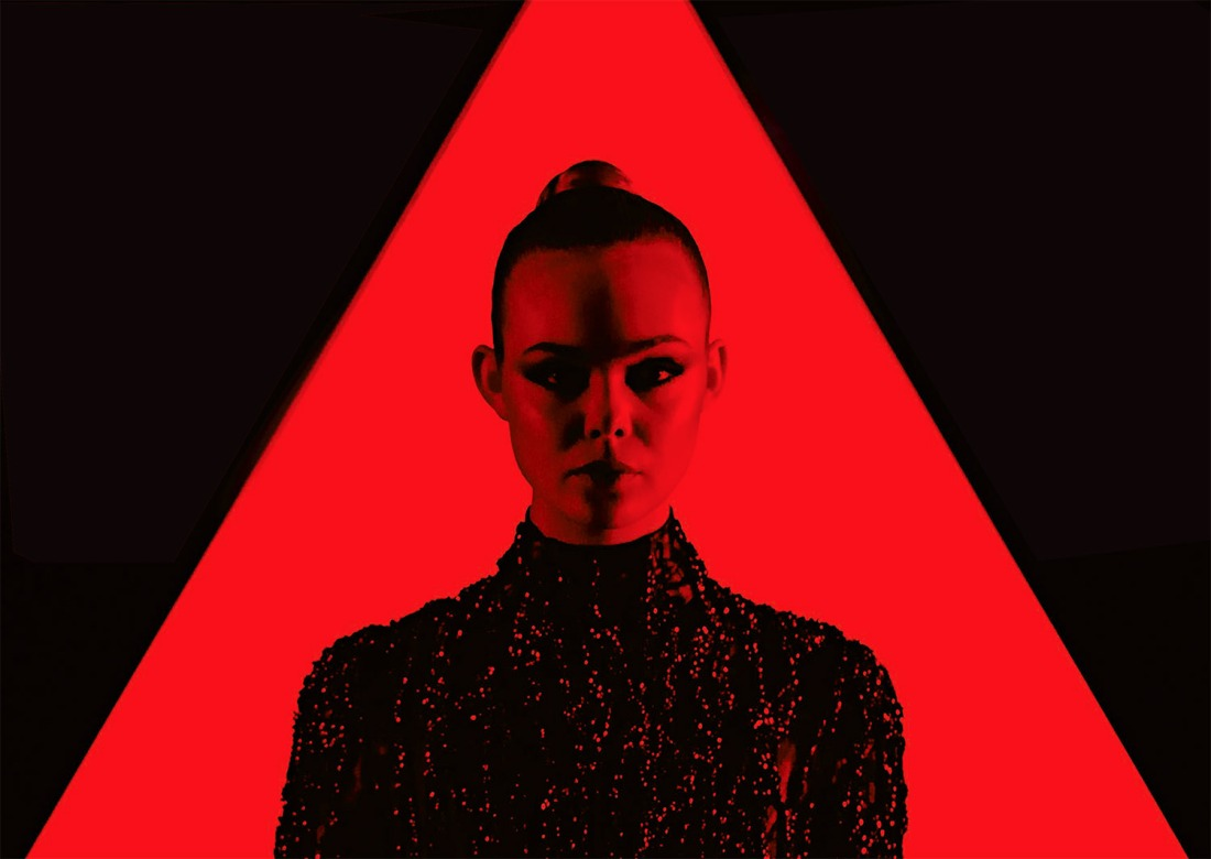 the-neon-demon-danger-new-order-2016